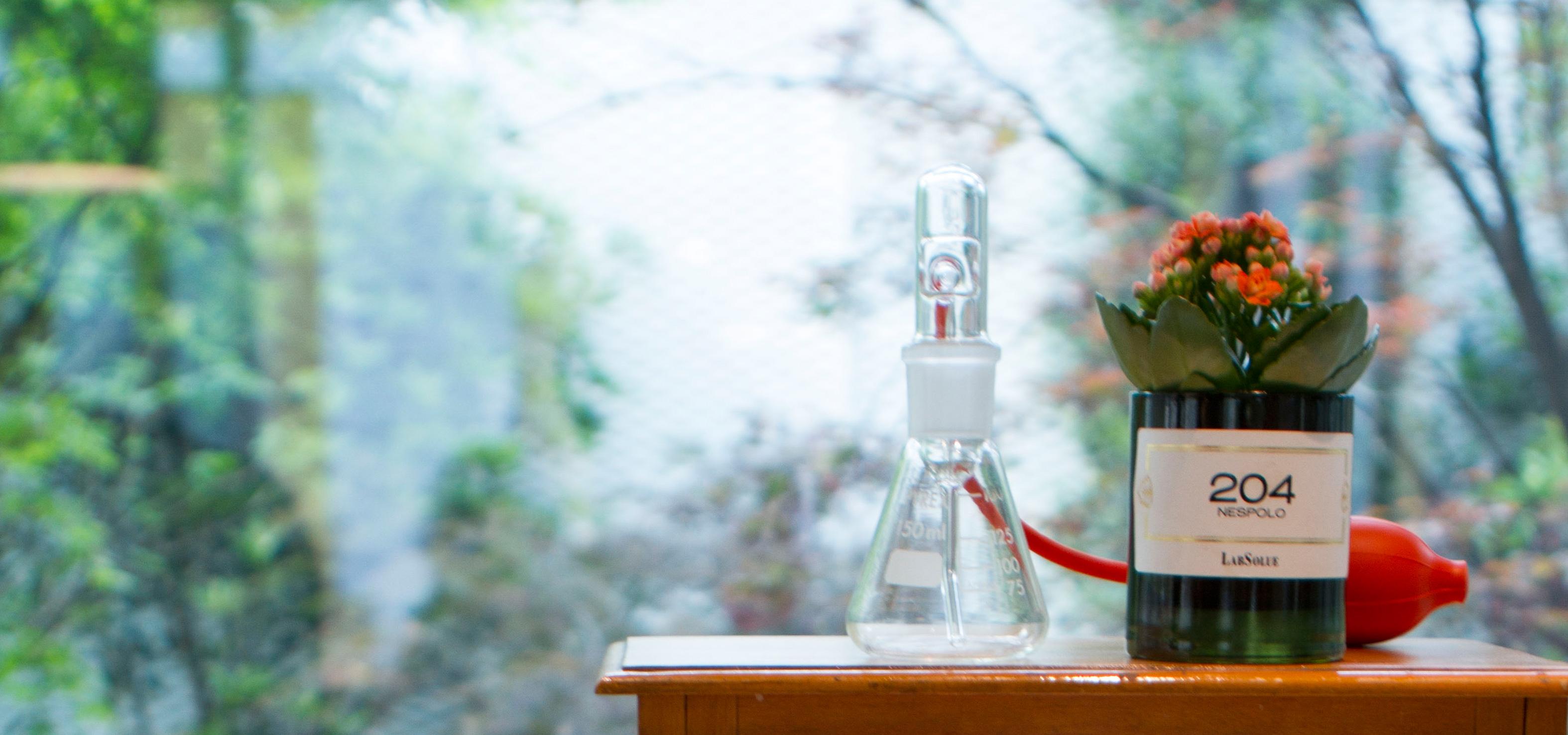 LabSolue fles en bloem