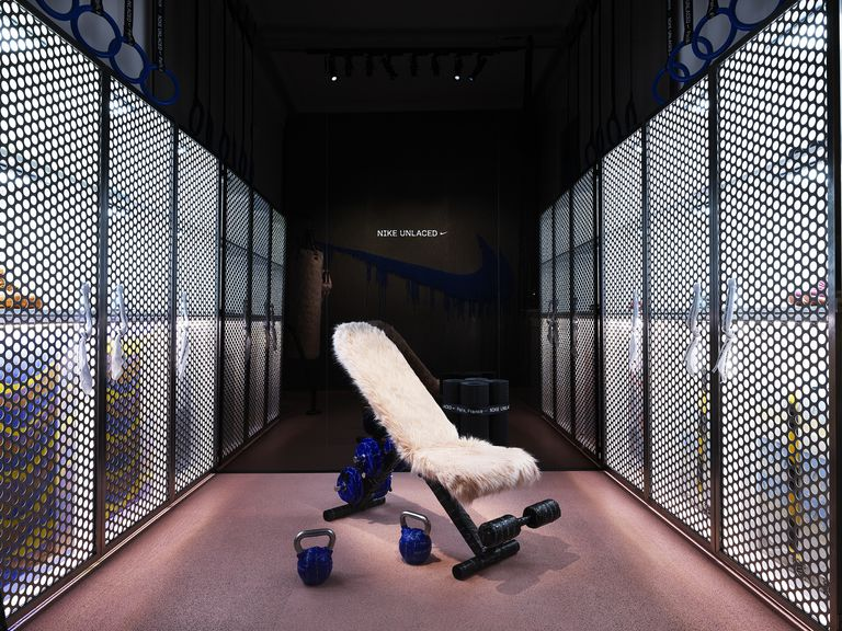 nike-unlaced-interior-locker- Retailtheatre